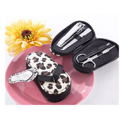 China New creative promotion gift product wedding gift slipper manicure set supplier